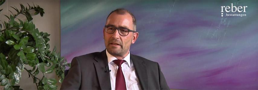 Joachim Reber: Ausbildung zum Bestatter