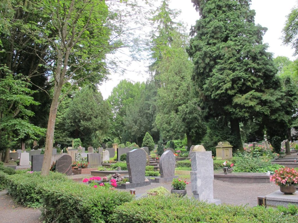 Hauptfriedhof Landau, Grabfeld mit Wahlgrabstätten