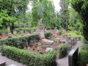Urnengemeinschaftsgrab auf dem Landauer Hauptfriedhof
