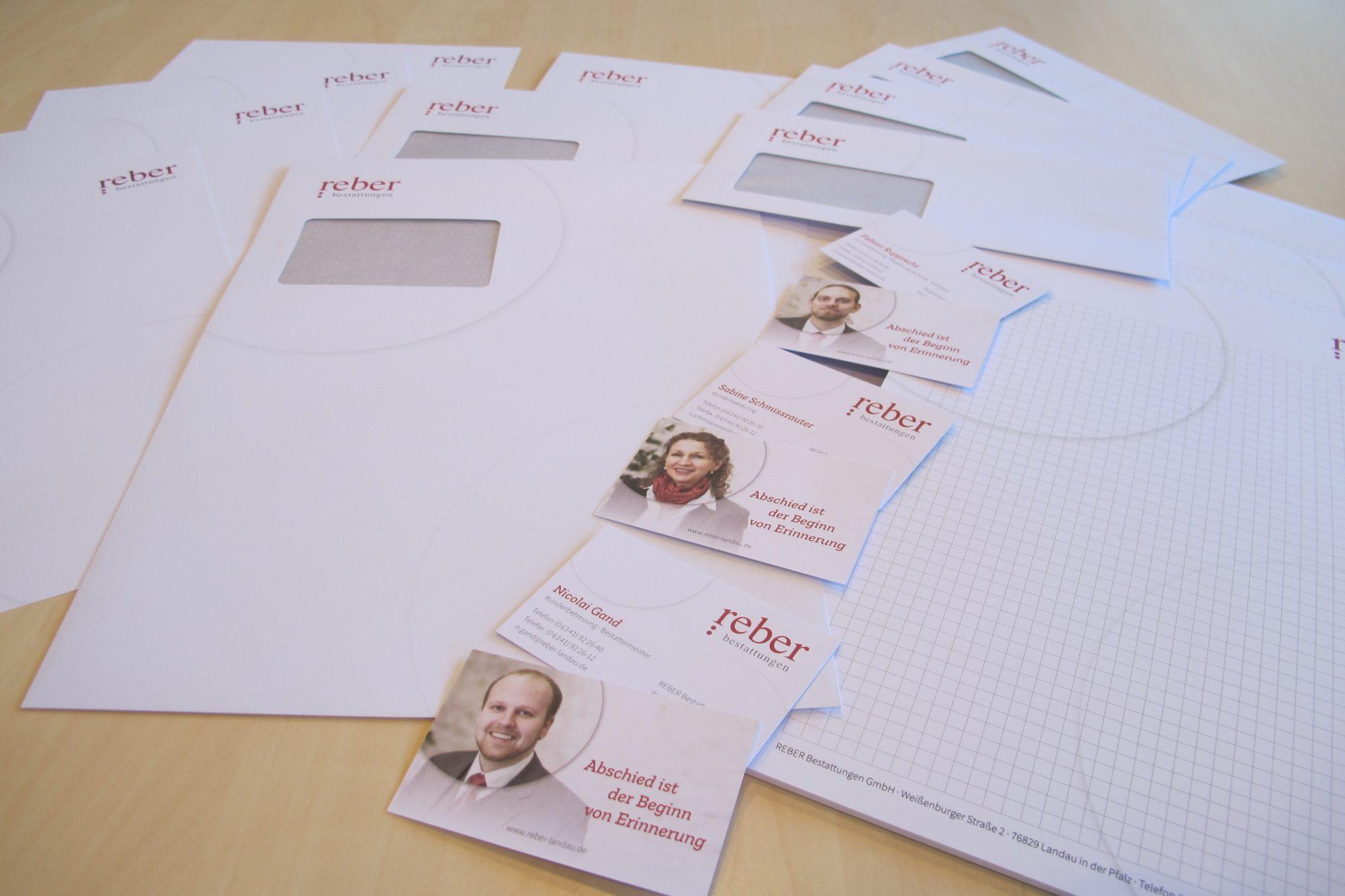 Papier und Visitenkarten in neuem Design