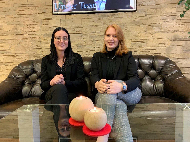 Unser neuen Azubis Lea-Caroline Hopfinger und Leonie Ellermann